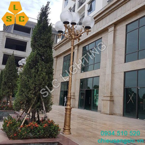 Cột đèn sân vườn đế ý chùm CH11-5 đèn cầu sọc D400