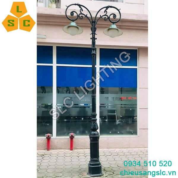 Cột đèn sân vườn DC05B lắp chùm CH09-2