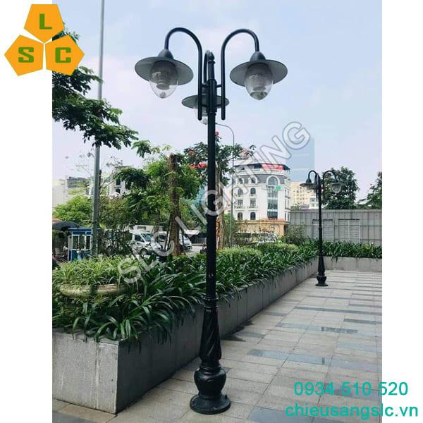Cột đèn sân vườn DC07 lắp 3 bóng đèn