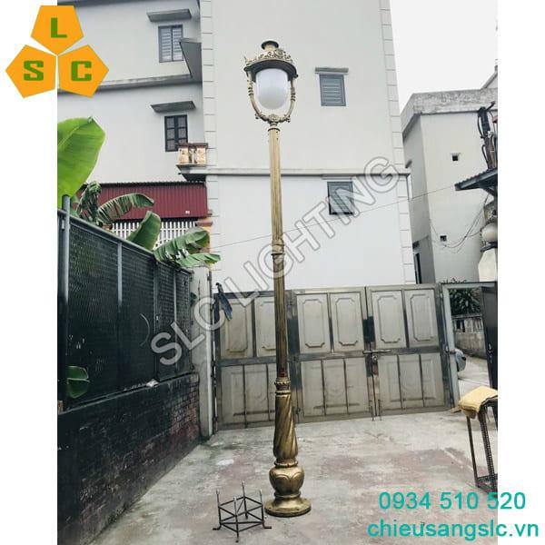 Cột đèn sân vườn Banian lắp đèn Nữ Hoàng